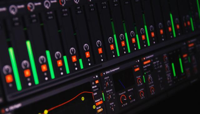Ableton Live is easy to use DAW software.